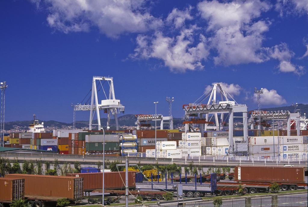 Stock Photo: 4292-72799 Spain, Galicia, Pontevedra, containers
