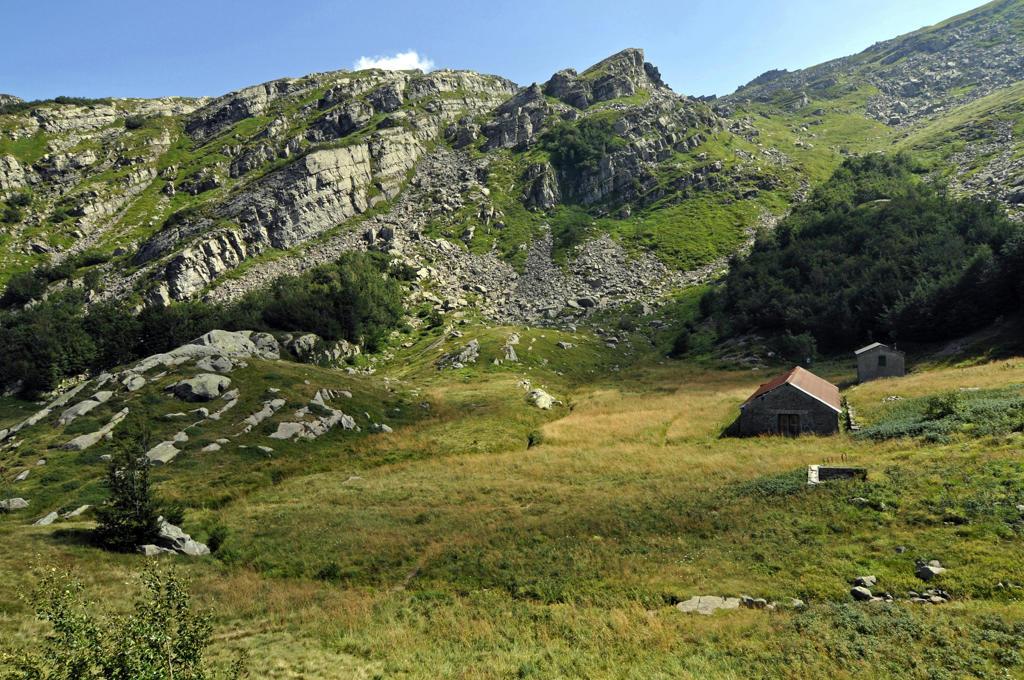 Stock Photo: 4292-78073 Italy, Emilia Romagna, Tuscan-Emilian Apennines Park, landscape near Lagoni lake