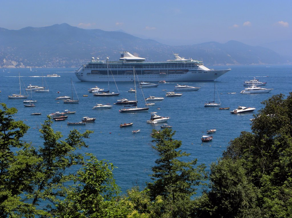 Stock Photo: 4292-78181 Italy, Liguria, Rapallo, Cruise Ship
