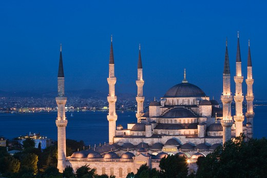 Stock Photo: 4292-79292 Turkey, Istanbul, the Blue Mosque at dusk