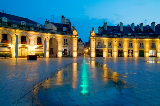 Stock Photo: 4292-83995 France, Burgundy, Cote-d'Or, Dijon, palace of the Dukes of Burgundy,Revolution square, fountain
