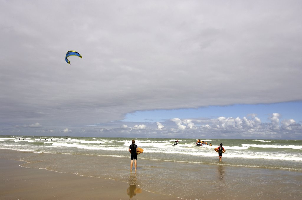 Stock Photo: 4292-92031 Belgium, Flanders, Knokke,North Sea, kite surfing