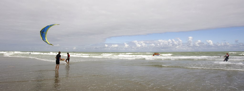 Stock Photo: 4292-92032 Belgium, Flanders, Knokke,North Sea, kite surfing