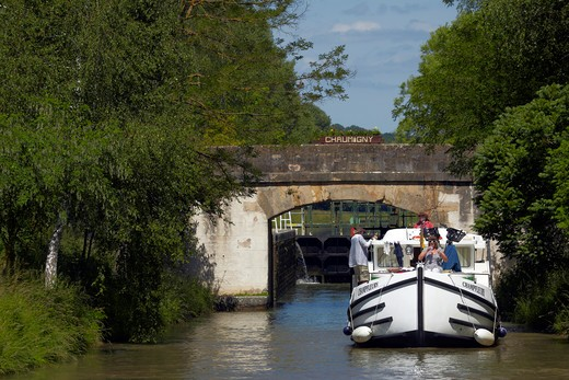 Stock Photo: 4292-9207 France, Burgundy, houseboat on the Canal du Nivernais