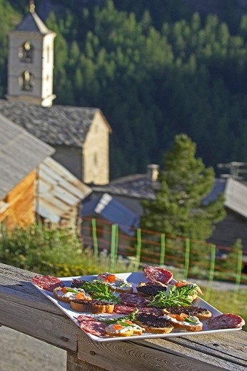Stock Photo: 4292-92186 France, Hautes Alpes, Regional park of Queyras. St. Véran village, plate of assorted cooked meats