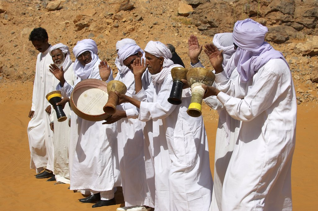 Stock Photo: 4292-92254 Africa, Algeria, Saoura area, Sahara desert, musician in traditional clothing