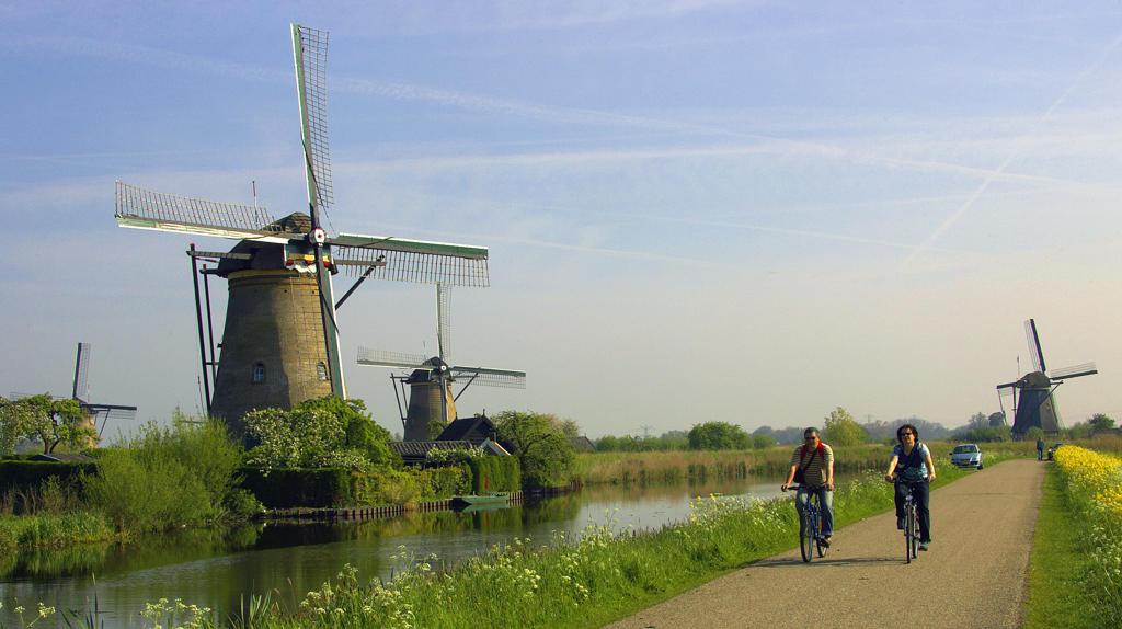 Europe, Netherlands, South Netherlands, Kinderdijk, windmills : Stock Photo