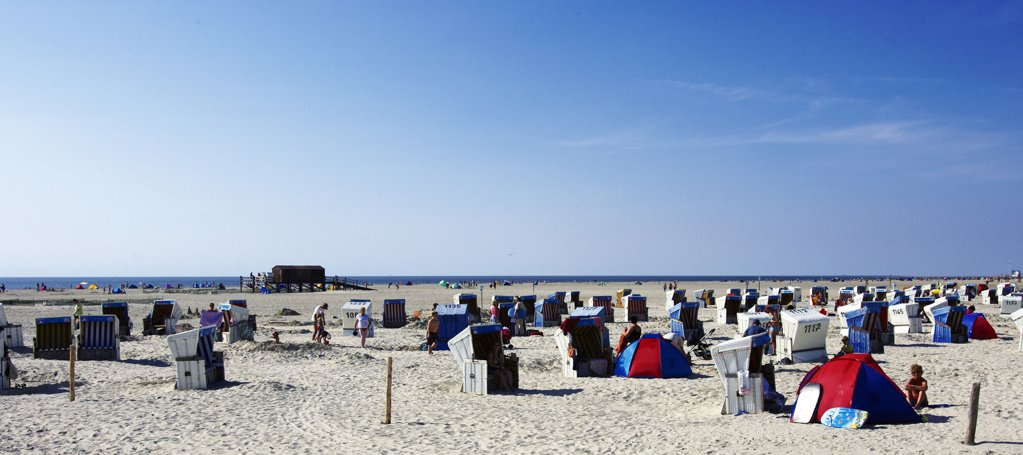 Stock Photo: 4292-92526 Germany, Schleswig-Holstein, people on beach during holiday season