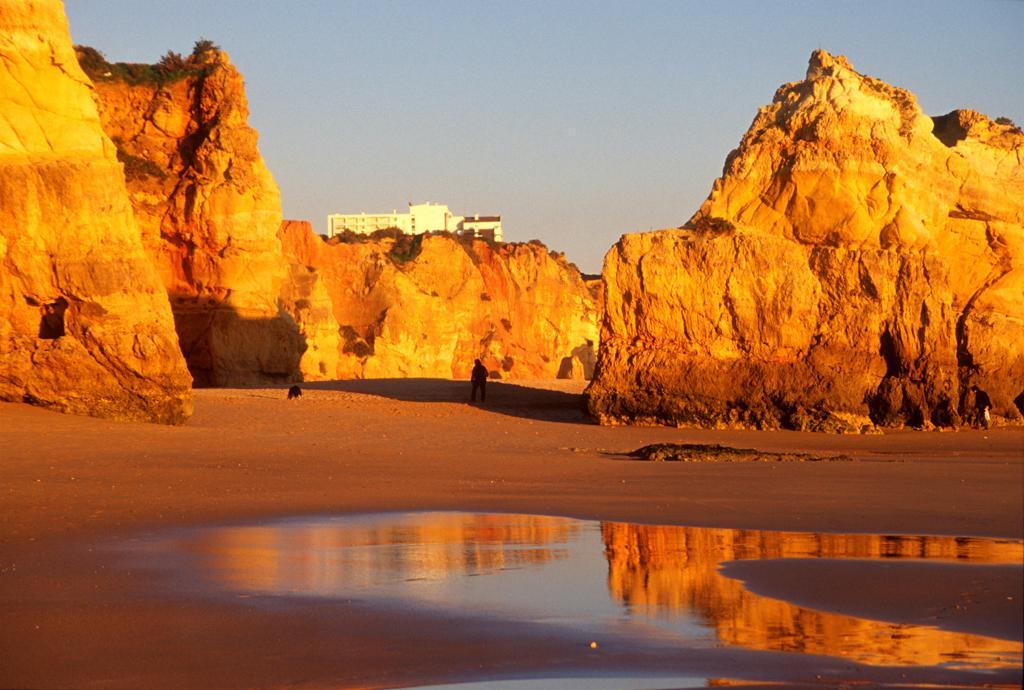 Stock Photo: 4292R-149251 Portugal, Algarve, Portimao, playa da Rocha