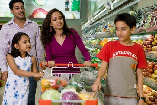 Stock Photo: 4303R-2058 Family at supermarket, smiling
