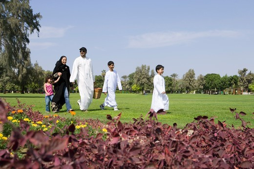 Stock Photo: 4304R-6617 Parents with children having picnic at park