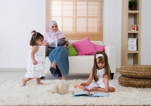 Stock Photo: 4304R-7509 Mother with two daughter in the living room