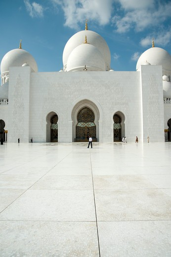 Stock Photo: 4304R-7808 Courtyard of Sheikh Zayed Mosque, Abu Dhabi, UAE
