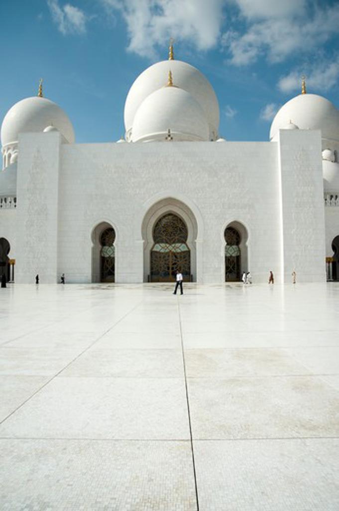 Courtyard of Sheikh Zayed Mosque, Abu Dhabi, UAE : Stock Photo