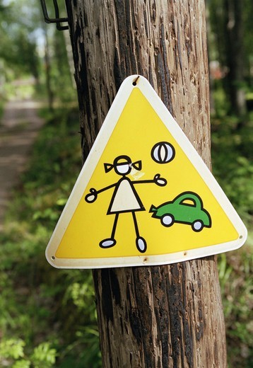 Stock Photo: 4306R-16107 A sign warning for children.