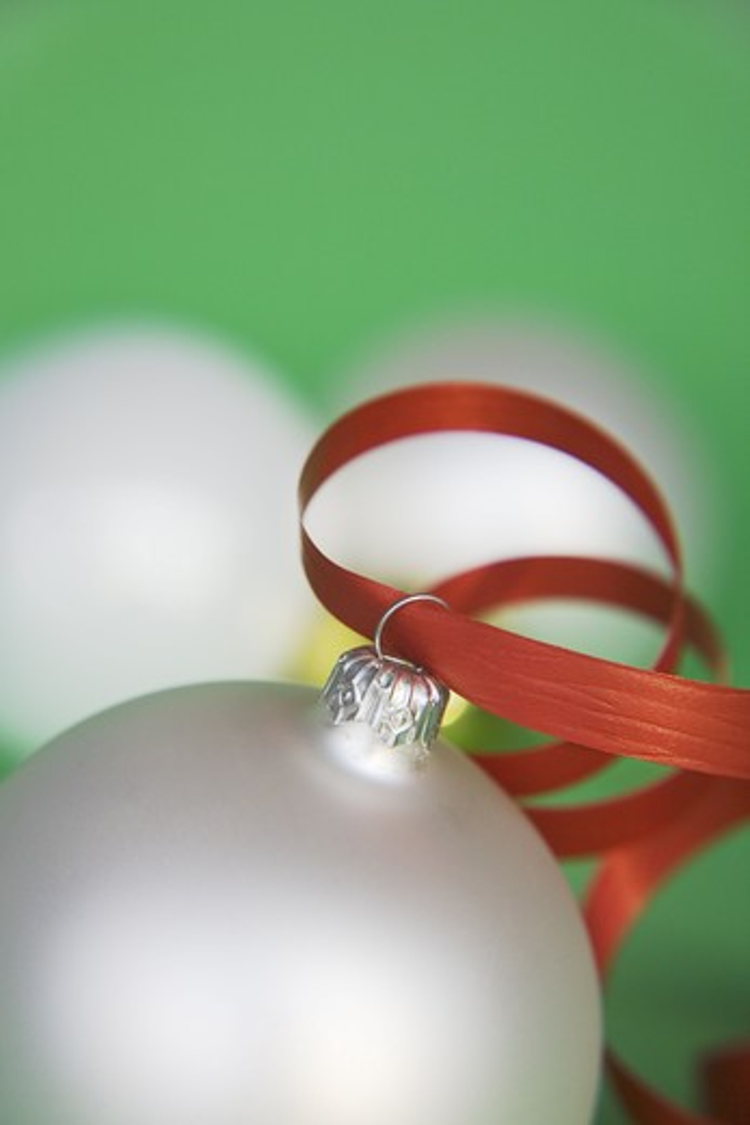 Stock Photo: 4306R-16750 Christmas tree ball, close-up.