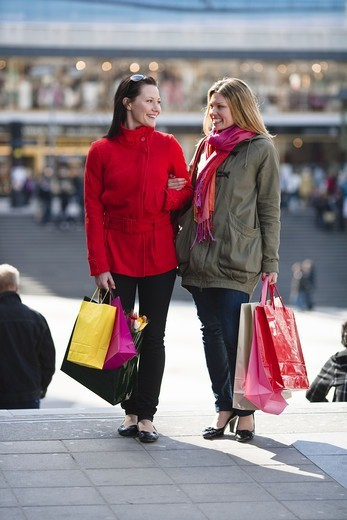 Stock Photo: 4306R-23760 Pair of young women shopping