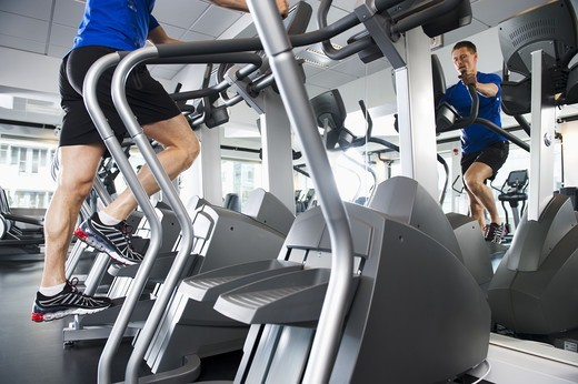 Stock Photo: 4306R-24978 Man running on exercise machine in gym