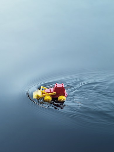 Stock Photo: 4306R-26662 Toy car on water
