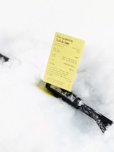 Parking ticket behind windshield wiper : Stock Photo