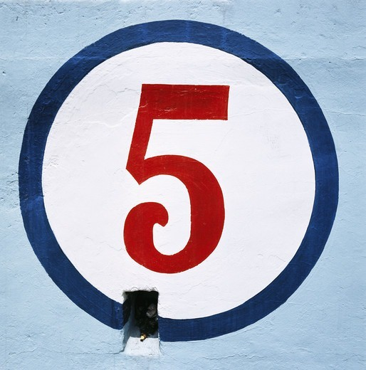 Stock Photo: 4306R-8093 Numeric 'five' written in circle on blue wall