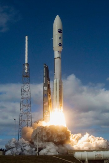 Liftoff of the New Horizons Atlas Rocket : Stock Photo