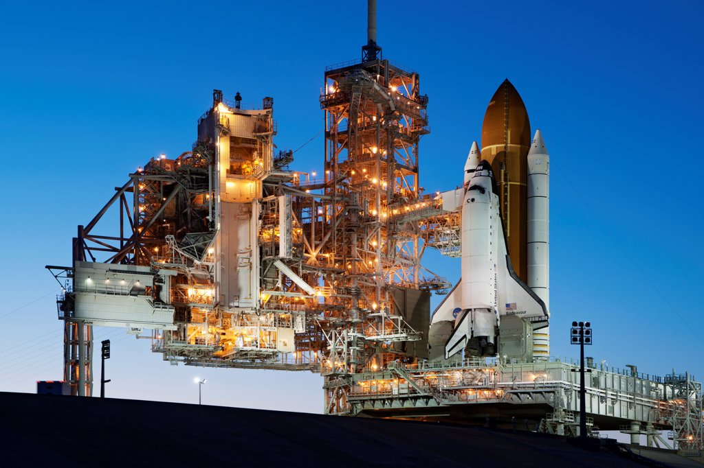 Space shuttle Endeavour stands atop Pad 39A after sunset, following a launch scrub for STS-134. : Stock Photo