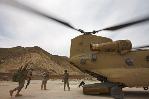 Stock Photo: 4316-2126 Soldiers Board an Army CH-47 Chinook