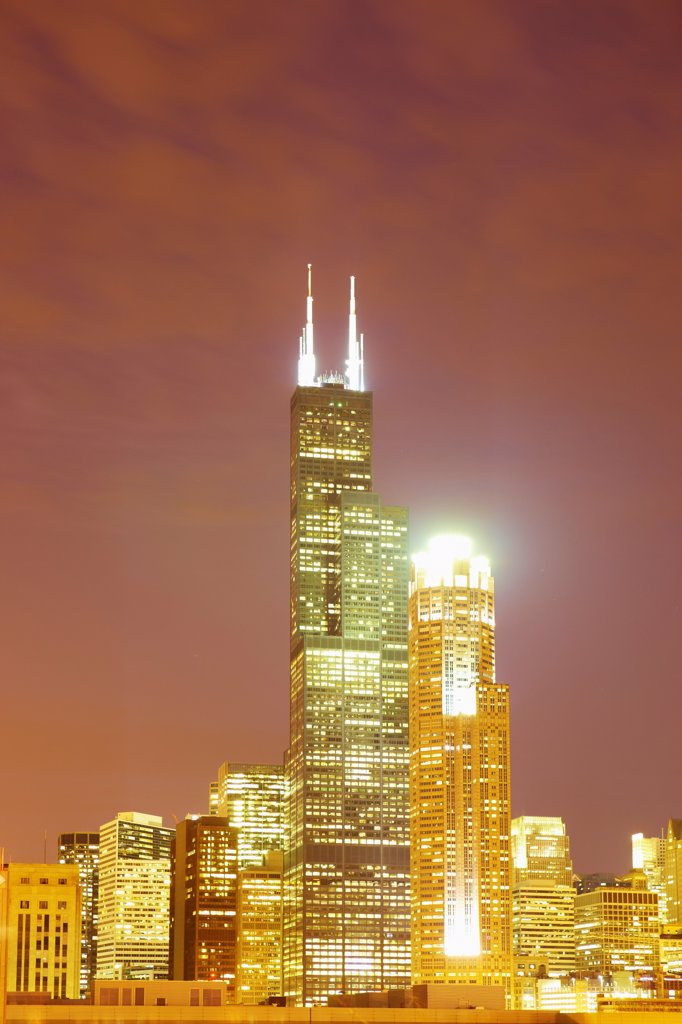The Sears Tower, renamed Willis Tower, and the tower at 311 South Wacker Drive in Chicago : Stock Photo