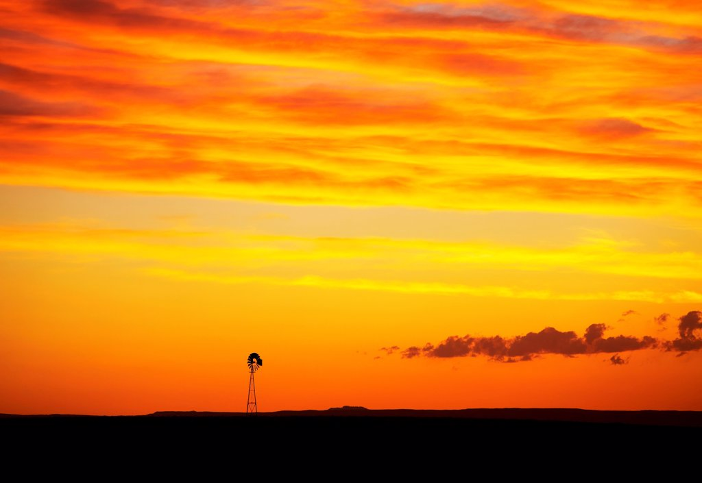 Lone windmill, eastern plains of Colorado, USA : Stock Photo