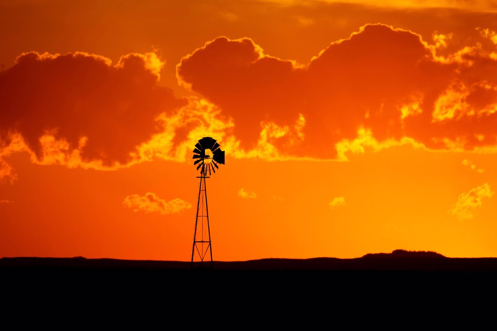 Stock Photo: 4316-4567 Lone windmill on plains, Colorado, USA