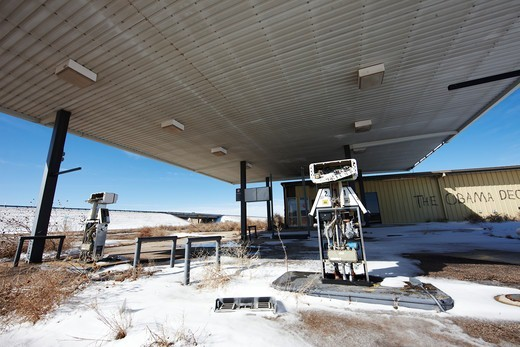 Abandoned gas pump at an abandoned service station, Amarillo, Texas, USA : Stock Photo