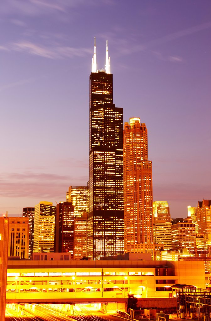 USA, Illinois, Chicago, Willis Tower, formerly known as Sears Tower and 311 South Wacker Drive at dusk : Stock Photo