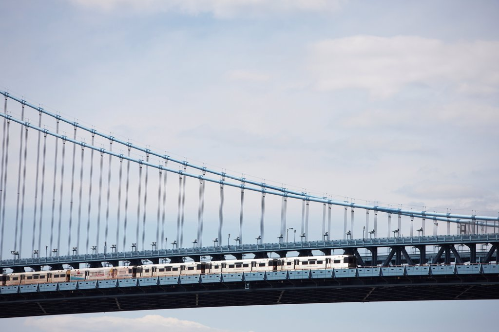 Stock Photo: 4316-5953 USA, Pennsylvania, New Jersey, Speedline train crossing Benjamin Franklin Bridge