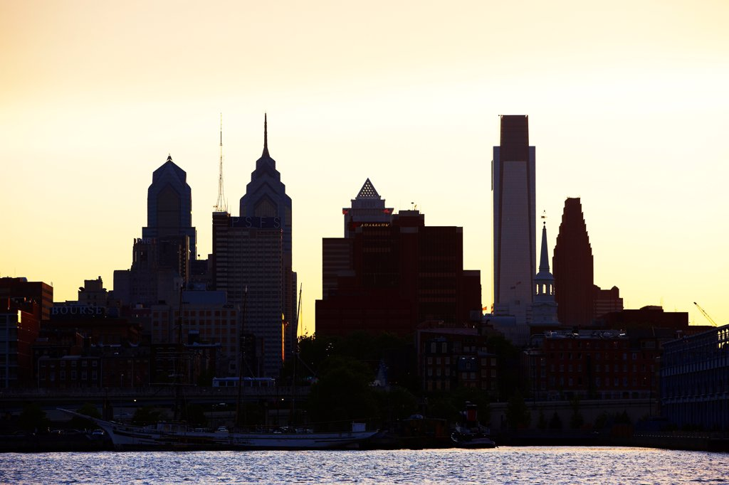 Stock Photo: 4316-5954 USA, Pennsylvania, Philadelphia, Silhouette of Philadelphia downtown above Delaware River