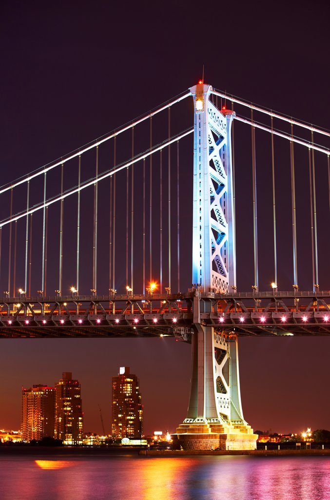 Stock Photo: 4316-5957 USA, Pennsylvania, Philadelphia, Benjamin Franklin Bridge at night over Delaware River