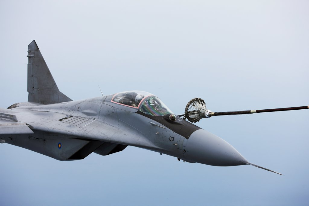 Mig-29 refueling in-flight : Stock Photo
