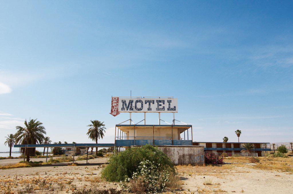 Abandoned motel on shore of Salton Sea, Bombay Beach, Imperial County, California, USA : Stock Photo