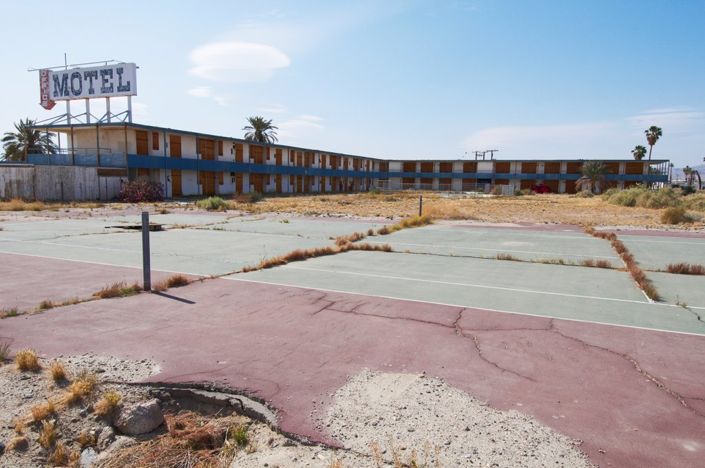 Abandoned motel on shore of Salton Sea, Bombay Beach, Imperial County, California, USA : Stock Photo