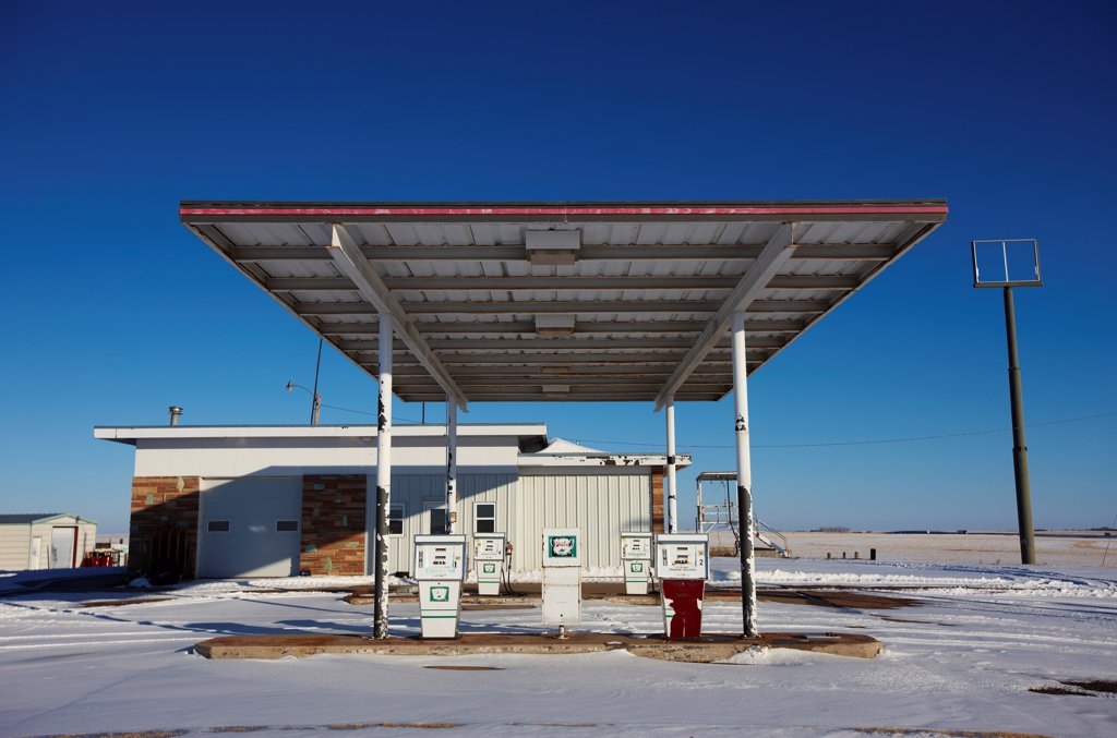 USA, Kansas, Rural roadside gas station and service station : Stock Photo