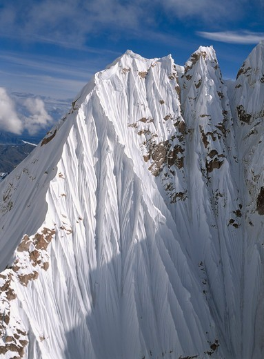 Crenulated snow jackets a peak in the Alaska Range at Thunder Notch in Denali National Park, Alaska. : Stock Photo
