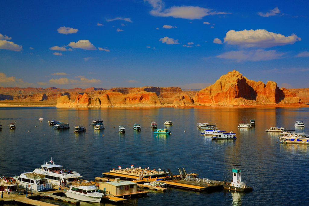 USA, Arizona, Lake Powell, Boats and Wahweap Marina : Stock Photo