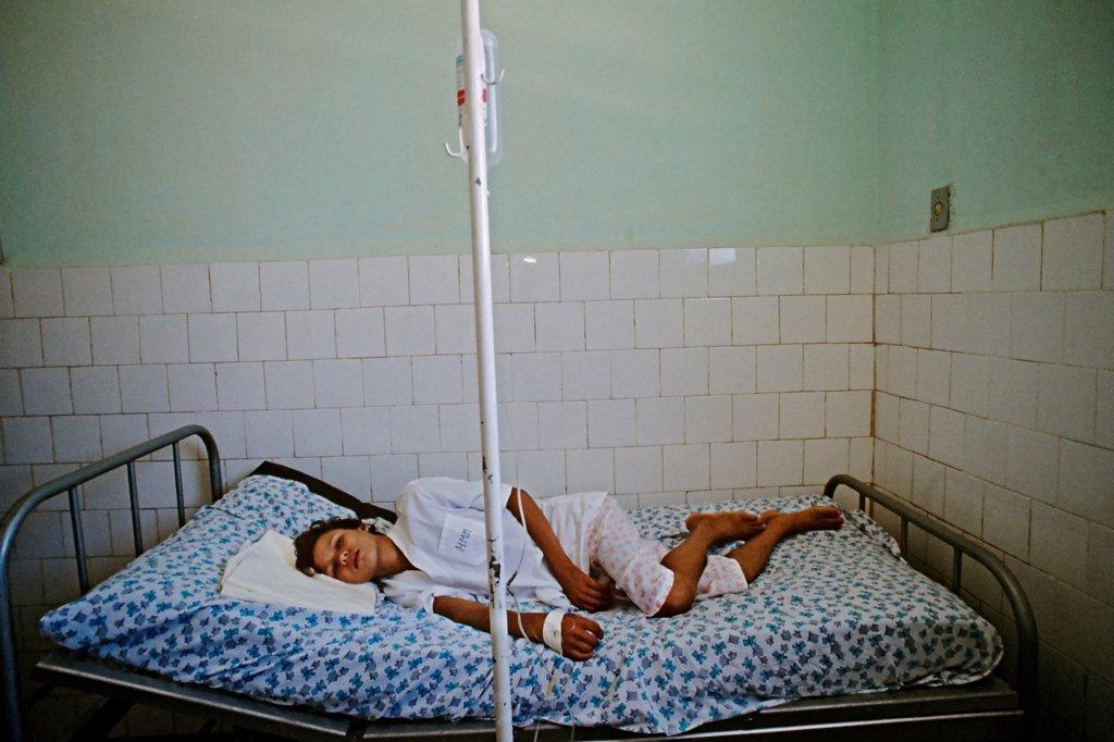 Stock Photo: 4339-1412 Yellow Fever Sufferer in Mirador, Brazil