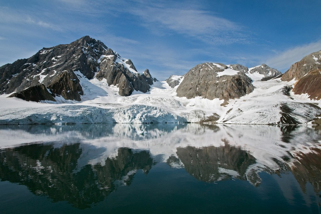 Beautiful rugged scenery of Hornbreen - a massive glacier in Hornsund, southern Svalbard Archipelago, Norway. : Stock Photo