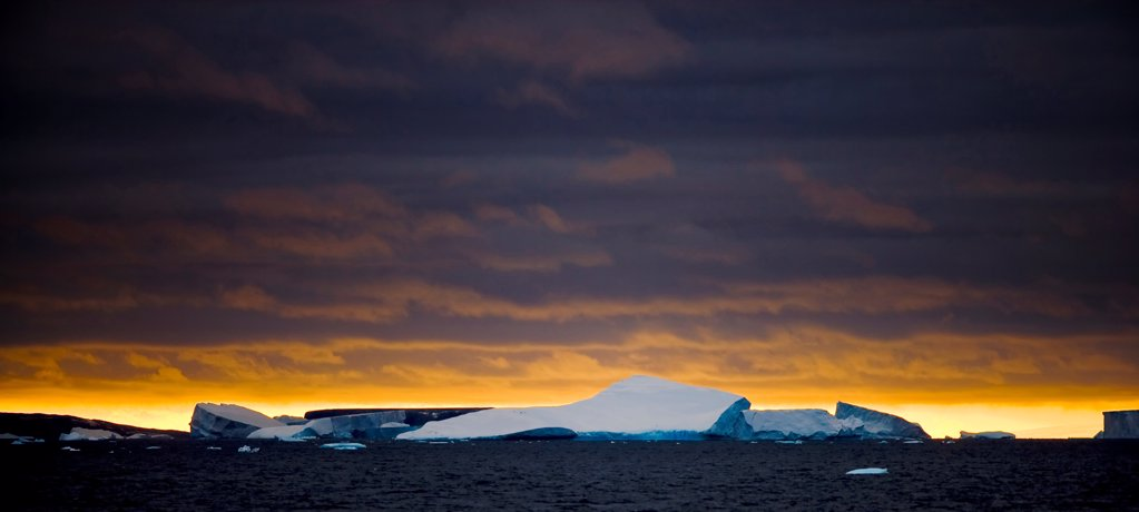 Large Tabular Icebergs in the Scotia Sea : Stock Photo