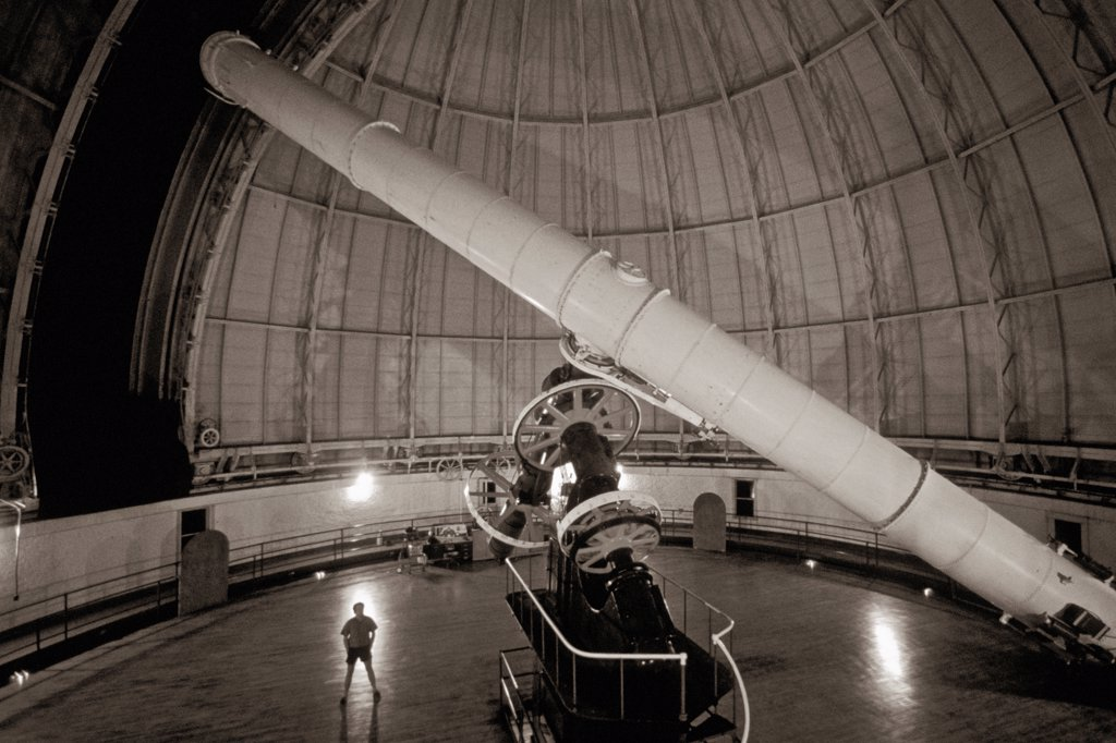 Stock Photo: 4366-207 The Yerkes Observatory 40 inch (102 cm) refracting telescope is the largest refracting telescope used for scientfic research, built in 1893. It is at the practical limit for refractors as the weight of the lens itself causes distortions.