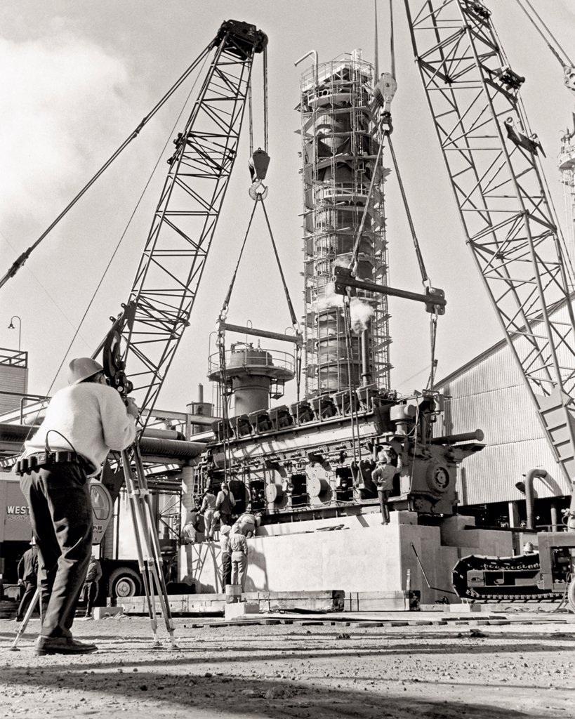 Stock Photo: 4368-160 Construction of a fractionator tower at Ethyl Corporation, used in the breakdown of petroleum products. Ethyl Corporation, a fuel-additive corporation, was the first to use tetraethylene (TEL) as an anti-knock additive in gasoline