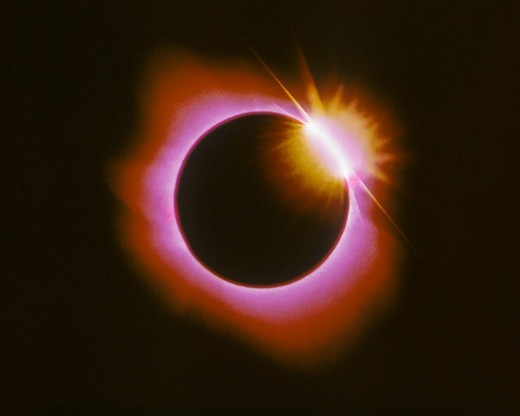 The diamond ring effect of a total solar eclipse, July 11, 1991, La Paz, Mexico, in false color. The diamond ring effect is caused by the last (or first) light of the Sun peeking out from the Moon's shadow during a total eclipse. : Stock Photo