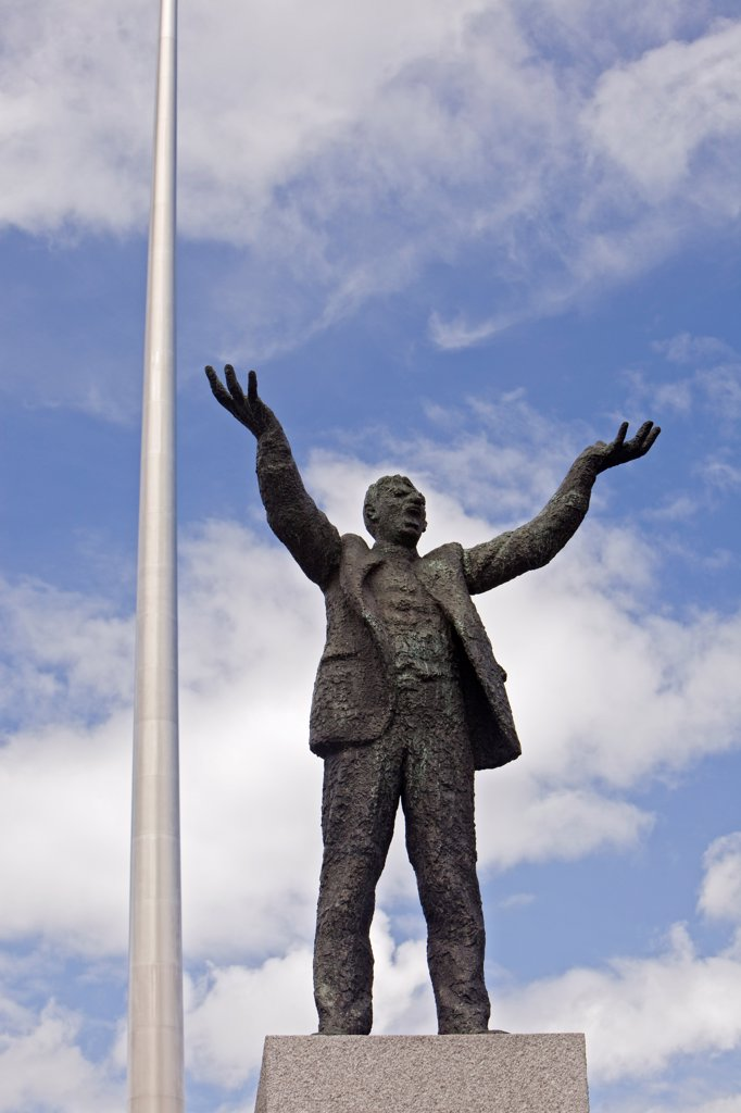 A statue of Jim Larkin (1874-1947), Irish labor leader and politician, on O' Connell Street in central Dublin, Ireland. : Stock Photo