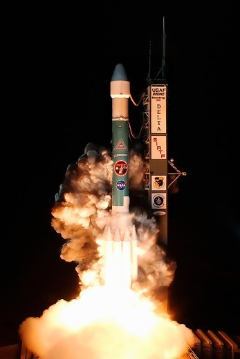 Stock Photo: 4389-1461 Launch of Spitzer Space Telescope